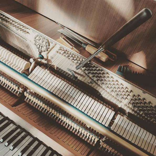 Stimmhammer im Klavier